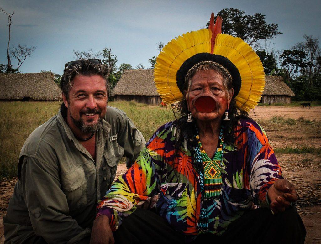 Todd Southgate com o líder Raoni (Foto reprodução do Facebook)