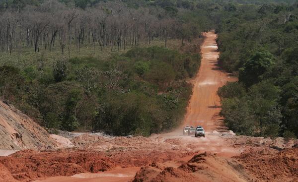 A BR-163 na região de Castelo dos Sonhos no Pará (Foto: Daniel Beltra/Greenpeace)
