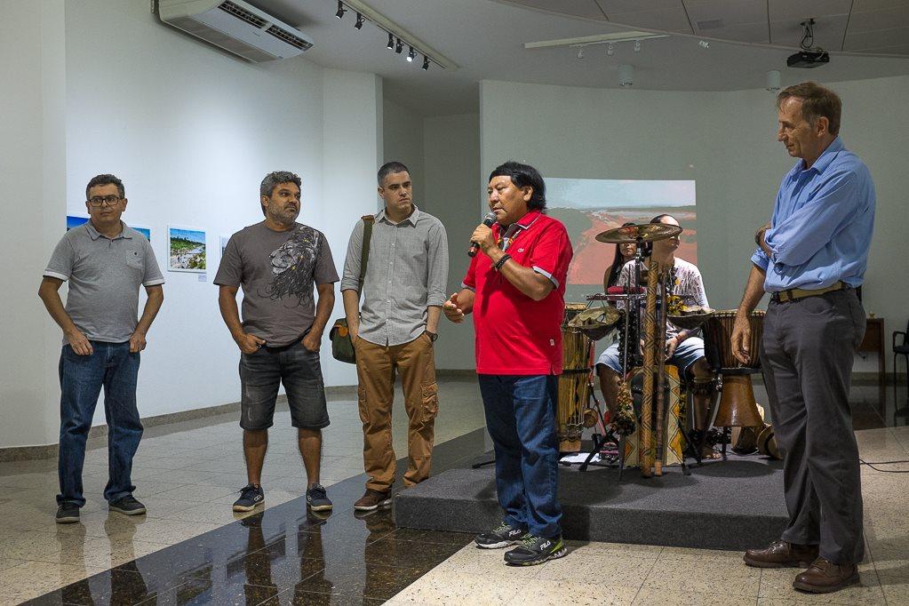 Abertura da exposição na galeria de artes do ICBEU (Foto: Gedeon Santos Filho)