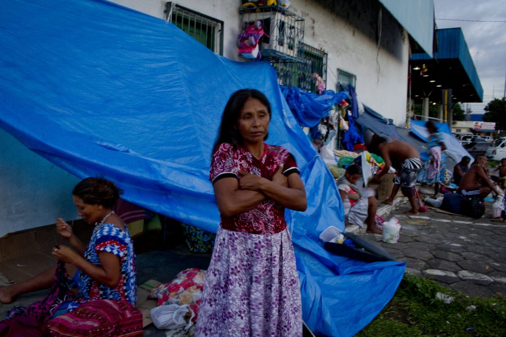 Os índios Warao ocuparam no entorno da Rodoviária de Manaus (Foto: Alberto César Araújo/Amazônia Real)