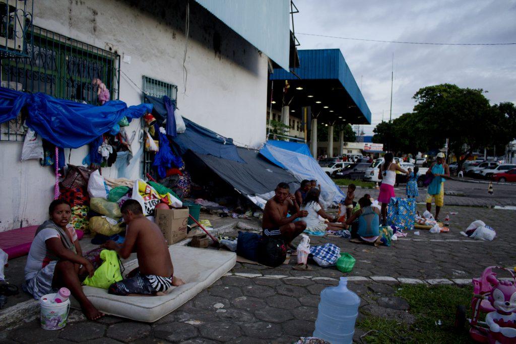 Warao estão abrigados no entorno da Rodoviária de Manaus (Foto: Alberto César Araújo/Amazônia Real)