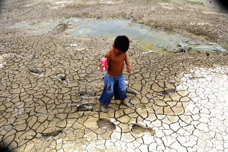 Seca do rio Negro no distrito de Cacau Pirêra, em Iranduba (Foto: Joel Rosa/Amazônia Real)