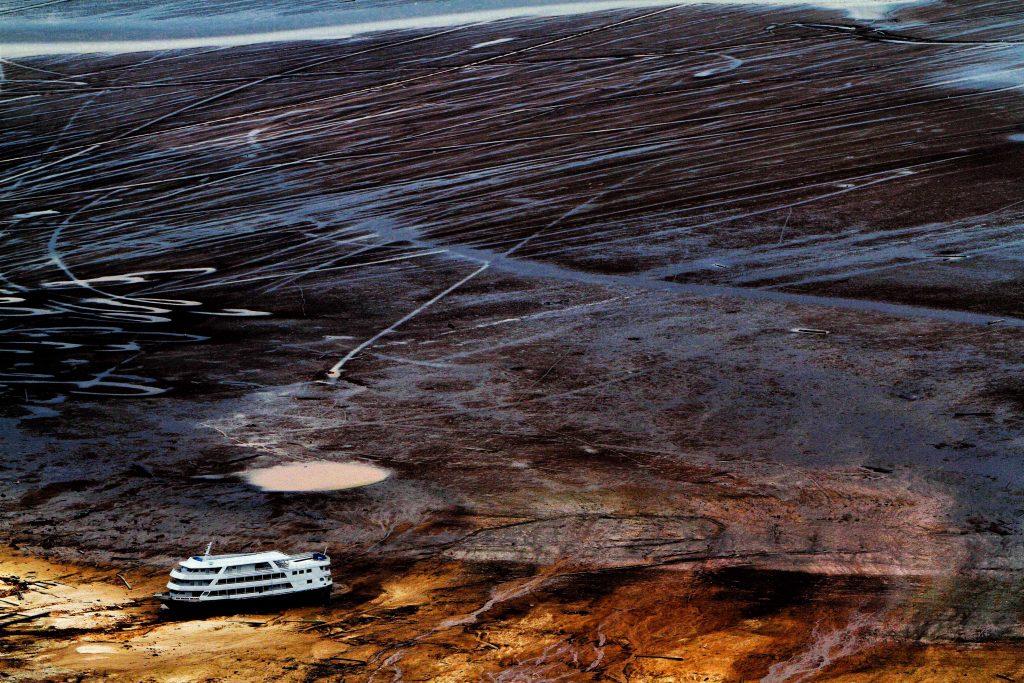 Seca extrema no Rio Negro em 2010 (Foto: Alberto César Araújo)