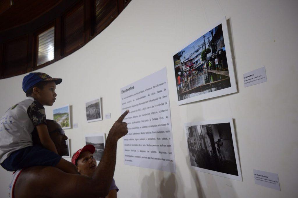Exposição de fotografia Amazônia | Os Extremos, realizada pela Agência de Jornalismo Independente Amazônia Real, começou no domingo (9) e vai até 7 de maio no Paiol da Cultura do Bosque da Ciência do INPA, na zona sul de Manaus (Foto: Raphael Alvesl)