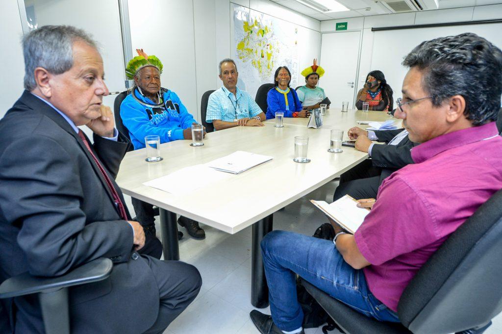 Reunião com coordenador regional do sul do Pará e lideranças indígenas Kayapó (Foto: Mário Villela)