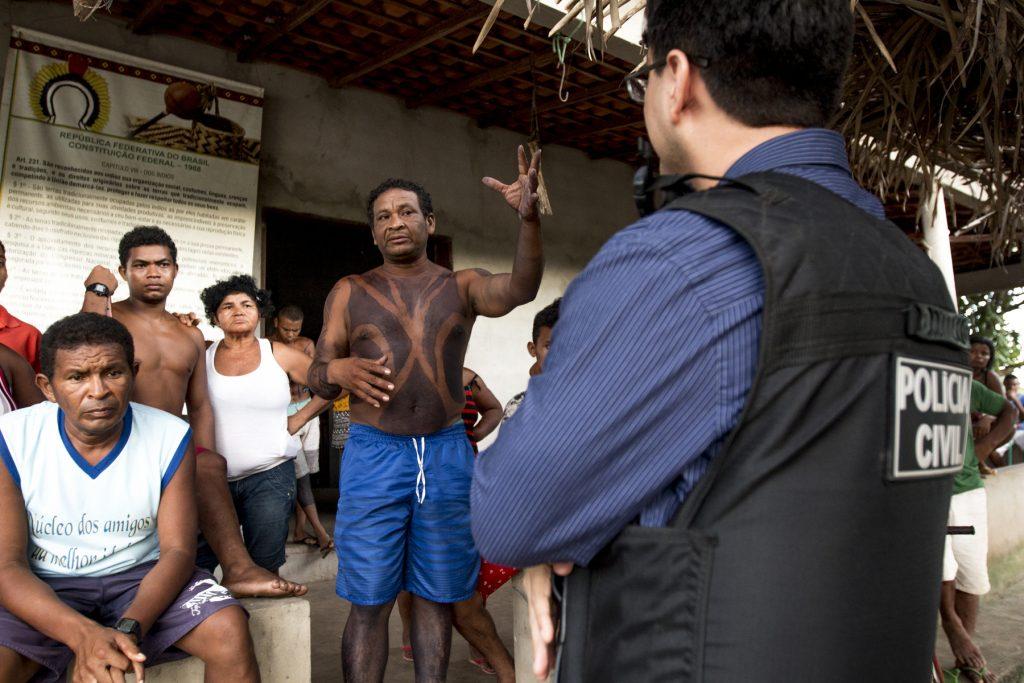 Polícia Civil foi à aldeia Cajueiro Piraí nesta segunda-feira (Foto: Ana Mendes/CIMI)
