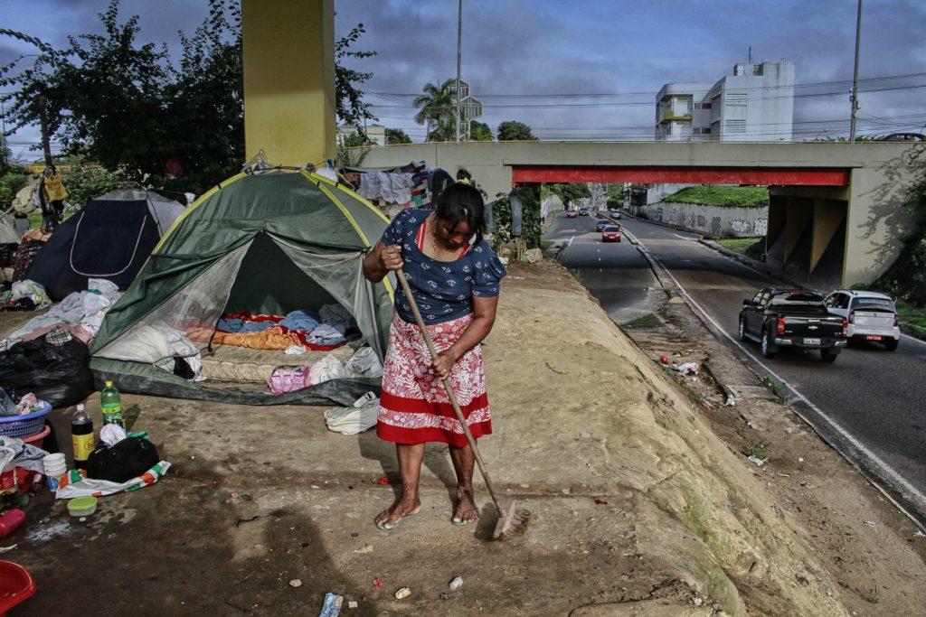 Acampamento embaixo do viaduto existe há 4 meses (Foto:Alberto César Araújo/Amazônia Real)
