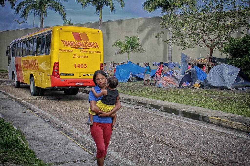 Crise de Refugiados -  indígenas da etnia Warao acampados embaixo do viaduto, em Manaus (Foto:Alberto César Araújo/Amazônia Real)