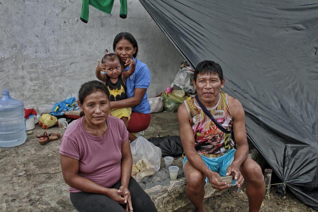Evélio Jesus Manziano, 40 anos e sua mulher Cacilda Mata, 36, cunhada Rafaela Mata e sobrinha Alexandra 2 anos. (Foto: Alberto César Araújo/Amazônia Real)