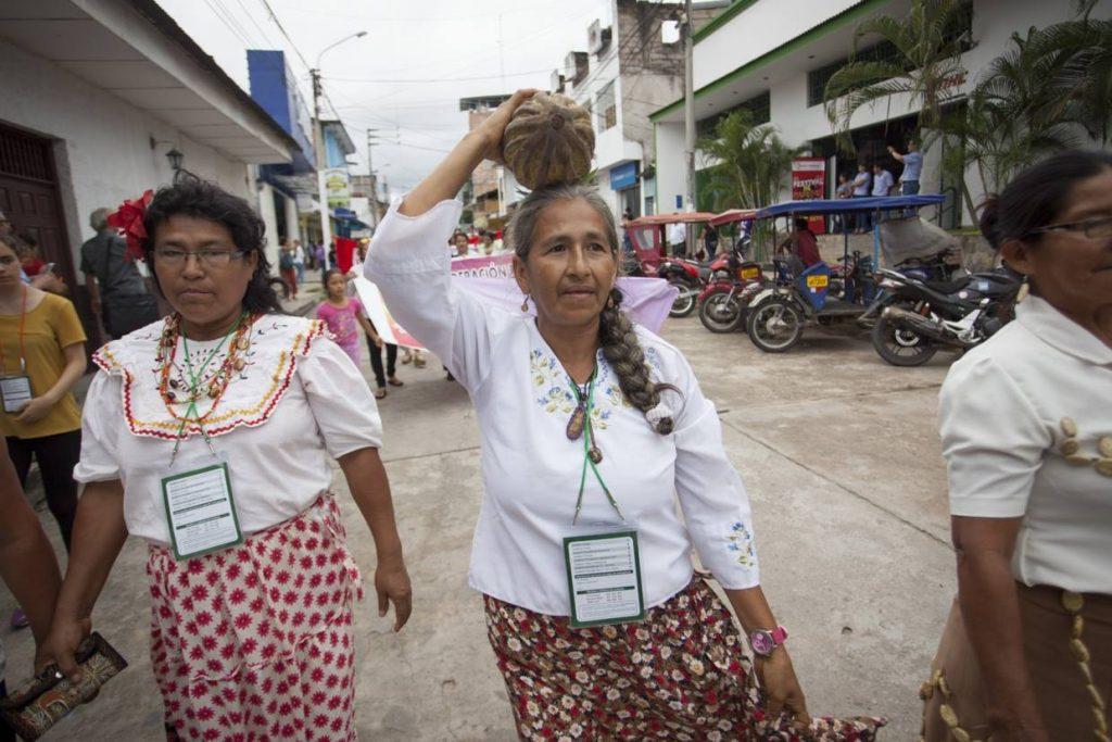 Mulheres indígenas durante a caminhada do Fospa