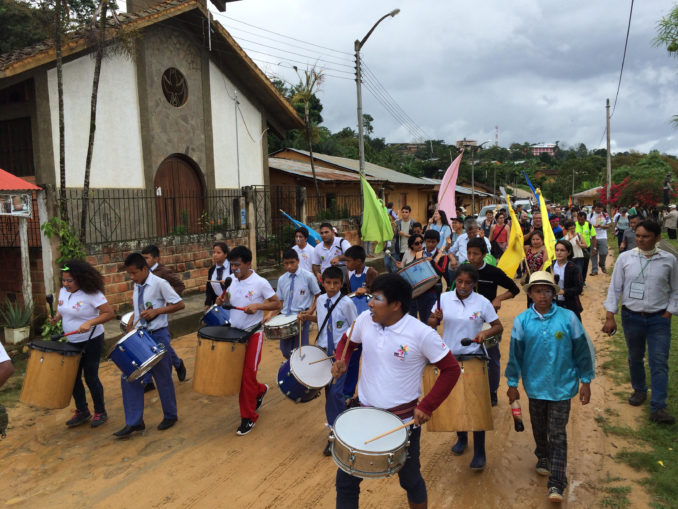 Caminhada dos participantes do Fórum Social (Foto: Fospa)