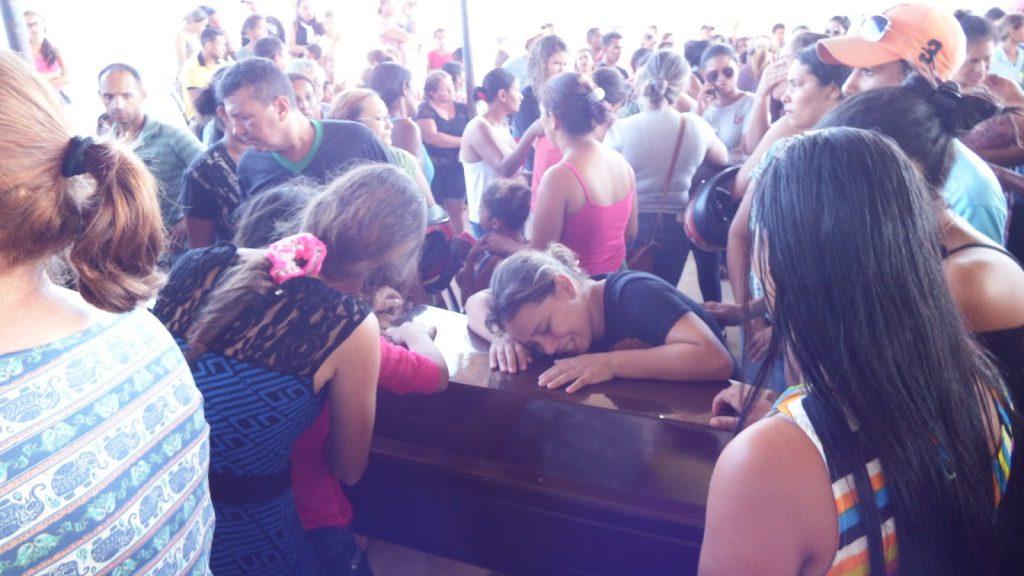 Velório dos sem-terra em Redenção (Foto: Blog Dinho Santos)