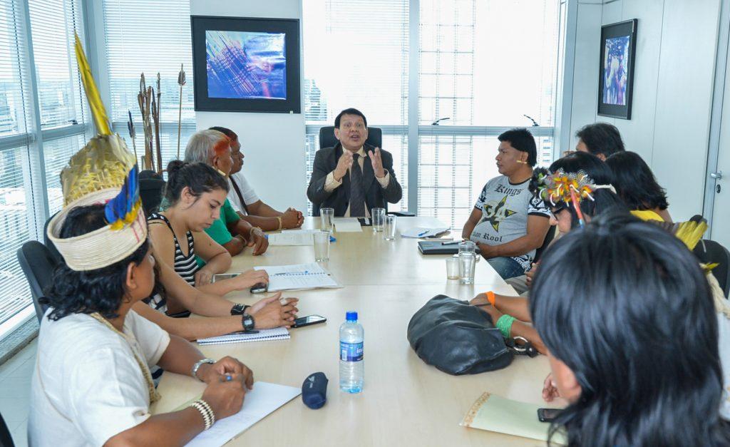 O novo presidente da Funai, Franklimberg quando era diretor da DPDS em reunião com lideranças indígenas (Foto: Mário Vilela/Ascom-FUNAI)