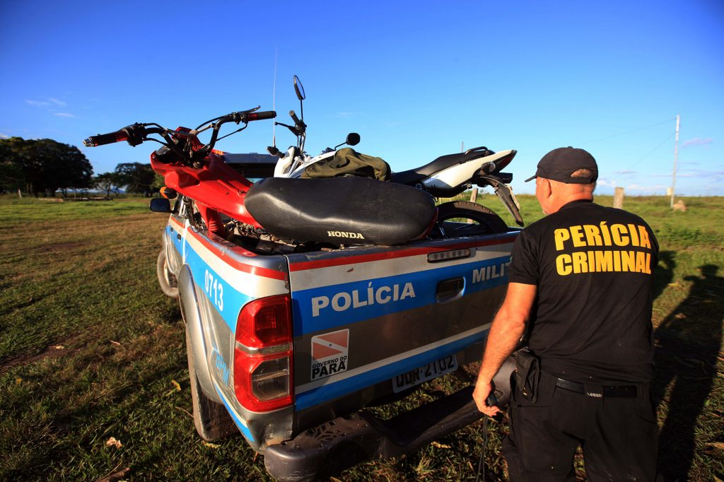 Os técnicos da perícia vão vistoriar motocicletas (Foto: Mácio Ferreira/Agência Pará)
