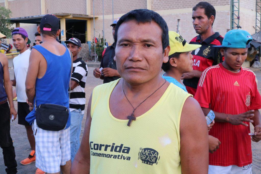 Jorge Zapata, da etnia Warao, lamenta a falta de trabalho para os indígenas (Foto: Vandré Fonseca/Amazônia Real)