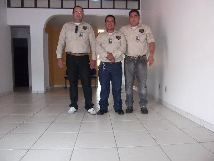Erevaldo Cruz, de tênis branco, é o proprietário da Elmo Segurança (Foto: Reprodução Facebook)