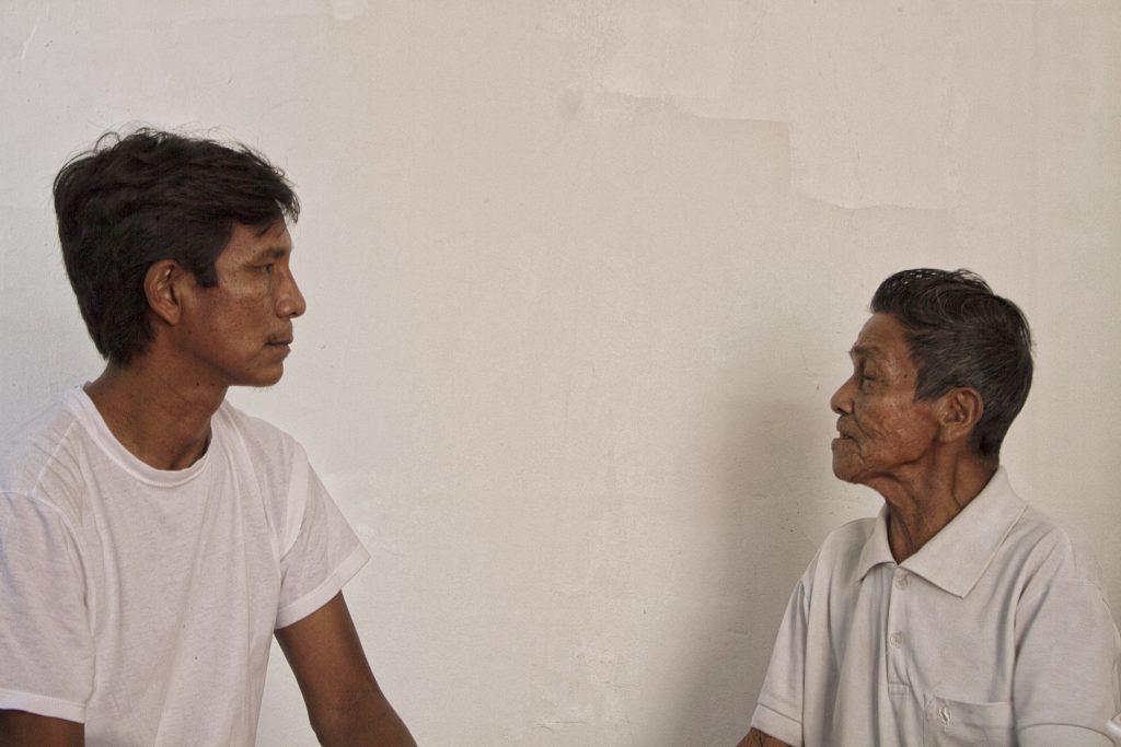 João Paulo Barreto e Kumu Duhpó Manoel Lima (Foto: Alberto César Araújo/Amazônia Real)