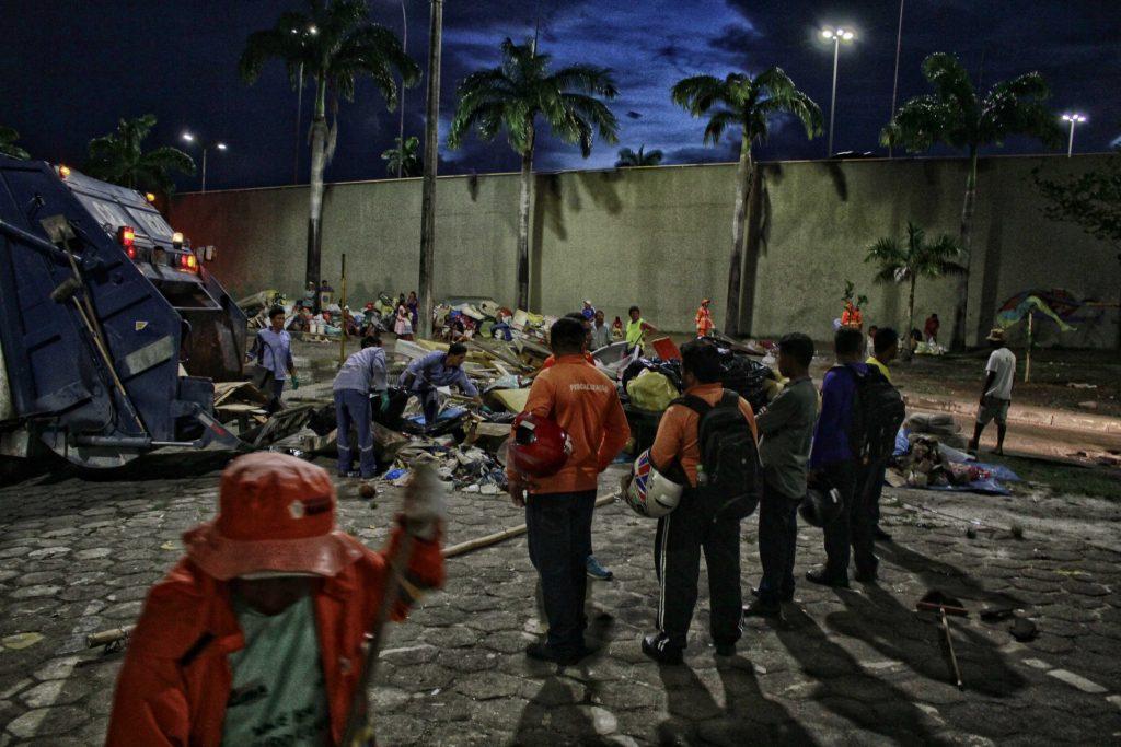 Índios Warao foram retirados do viaduto de Flores e encaminhados para um abrigo (Foto: Alberto César Araújo/Amazônia Real)
