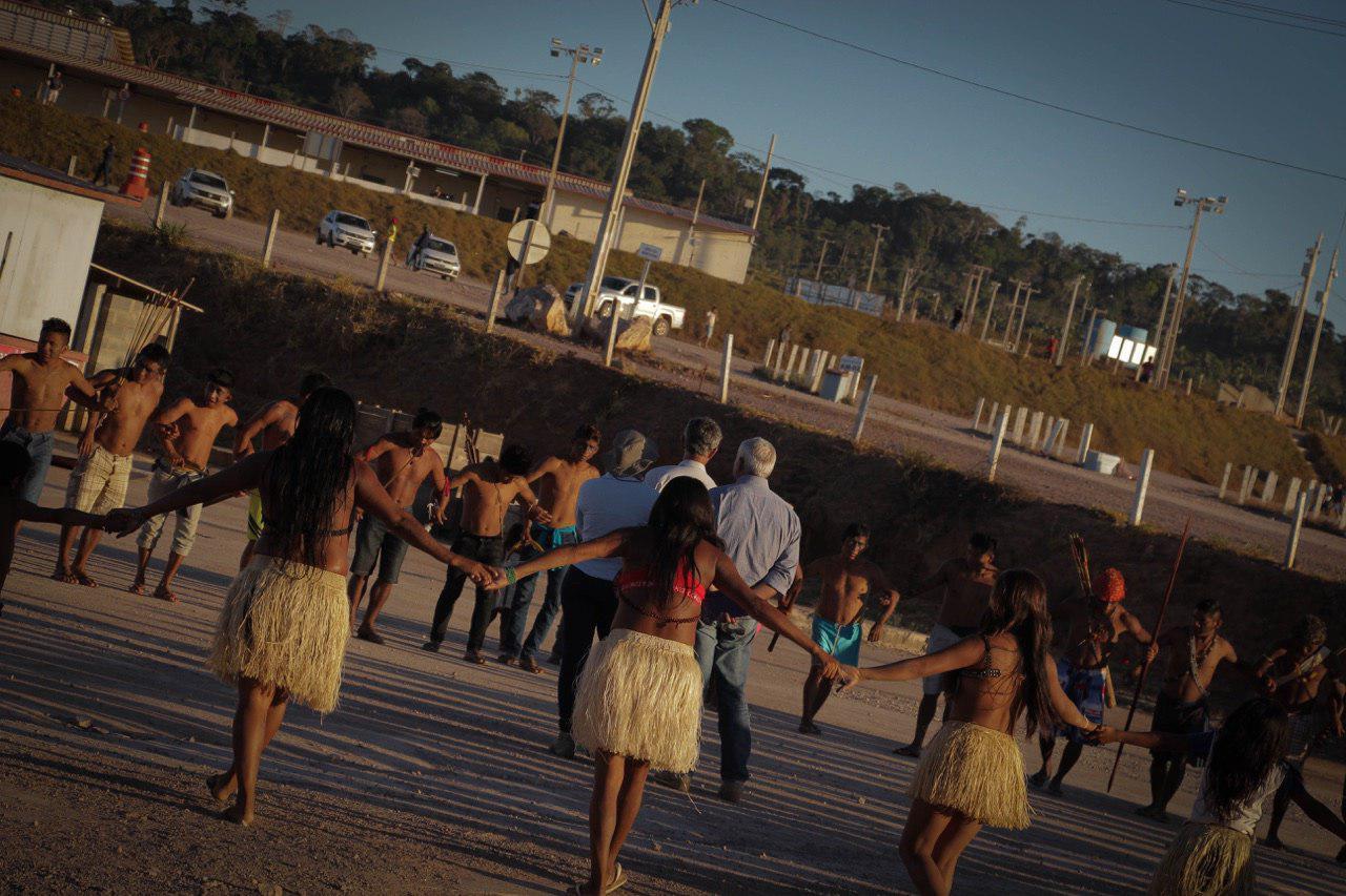 Em ocupação de usina, índios Munduruku exigem a demarcação de Sawré Muybu e a devolução de urnas funerárias