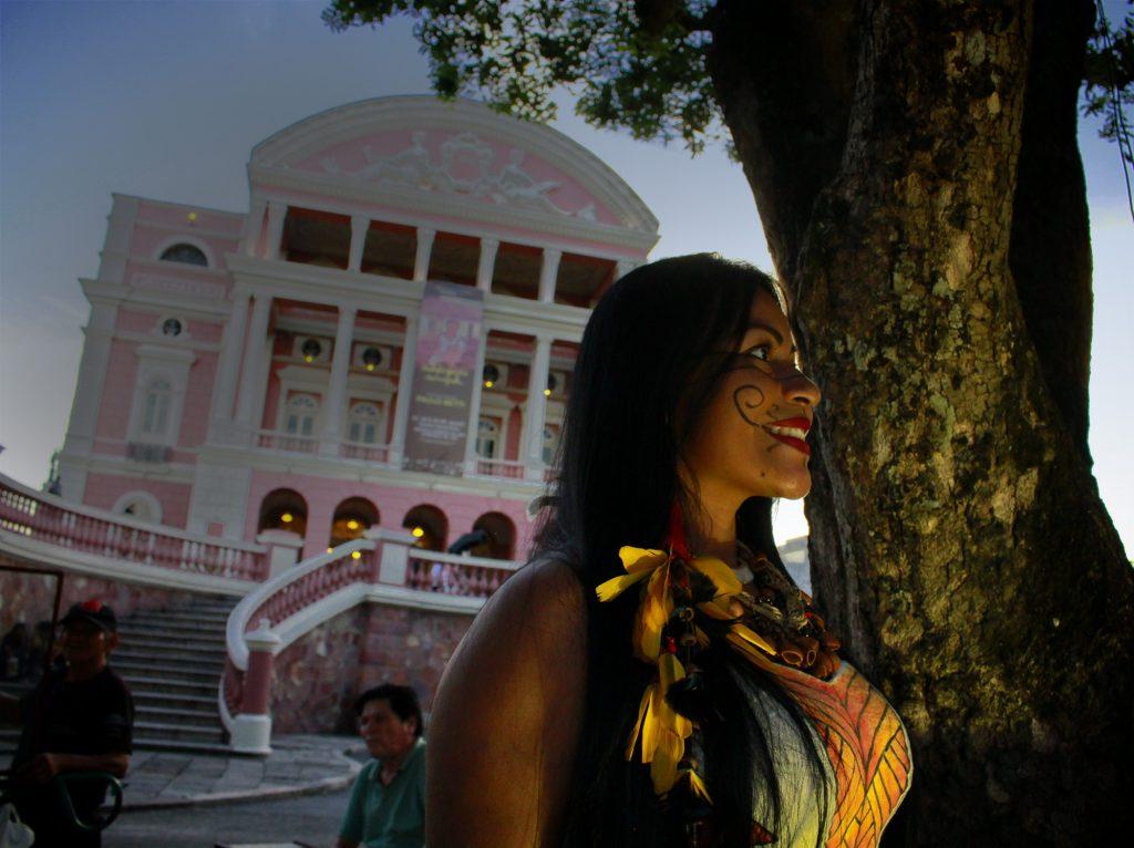 A cantora Djuena Tikuna lançou campanha de financiamento coletivo pela internet para produzir um show no Teatro Amazonas. (Foto Alberto César Araújo/Amazônia Real)