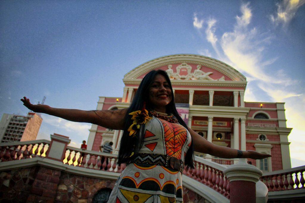 A cantora Djuena Tikuna lançou campanha de financiamento coletivo pela internet para produzir um show no Teatro Amazonas (Foto Alberto César Araújo/Amazônia Real)