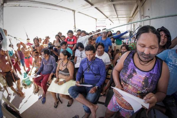 Lideranças em reunião dentro do canteiro de obras da usina (Foto: Caio Mota/FTP)