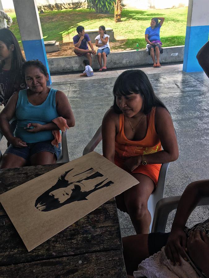 As mulheres são a maioria na exposição dos desenhos (Foto: Daniele Michiles)