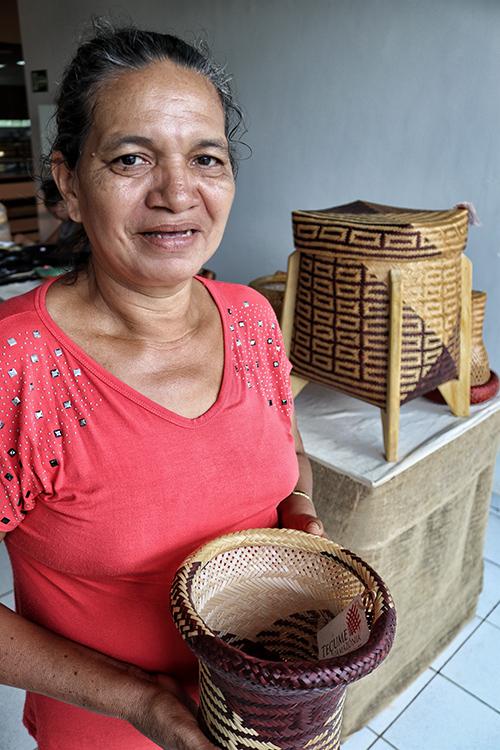 A artesã Maria Marly das Chagas Oliveira (Vandré Fonseca/Amazônia Real)