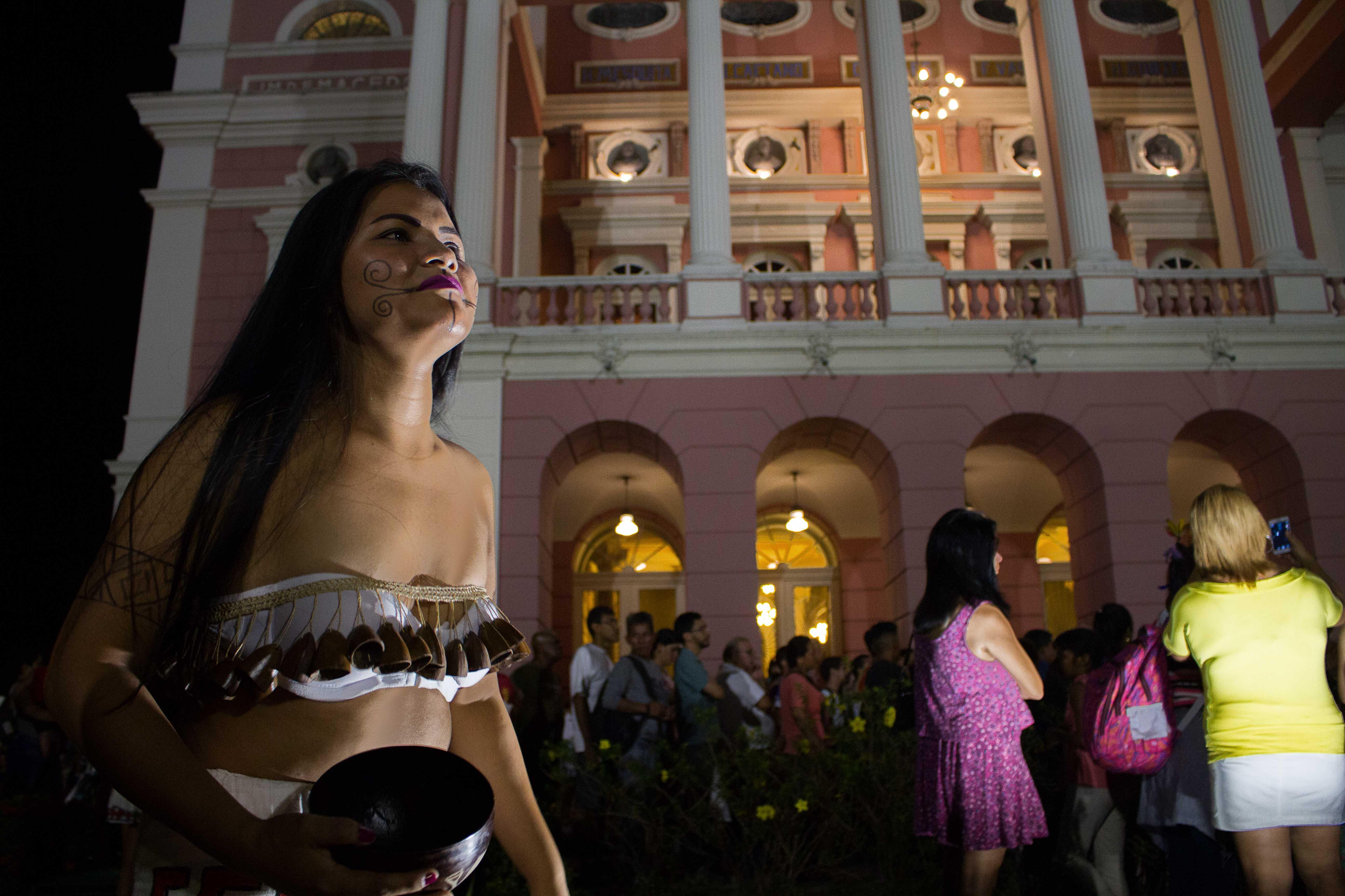 Em agosto tem shows de artistas indígenas no Teatro Amazonas e Jair Jacqmont no Inpa