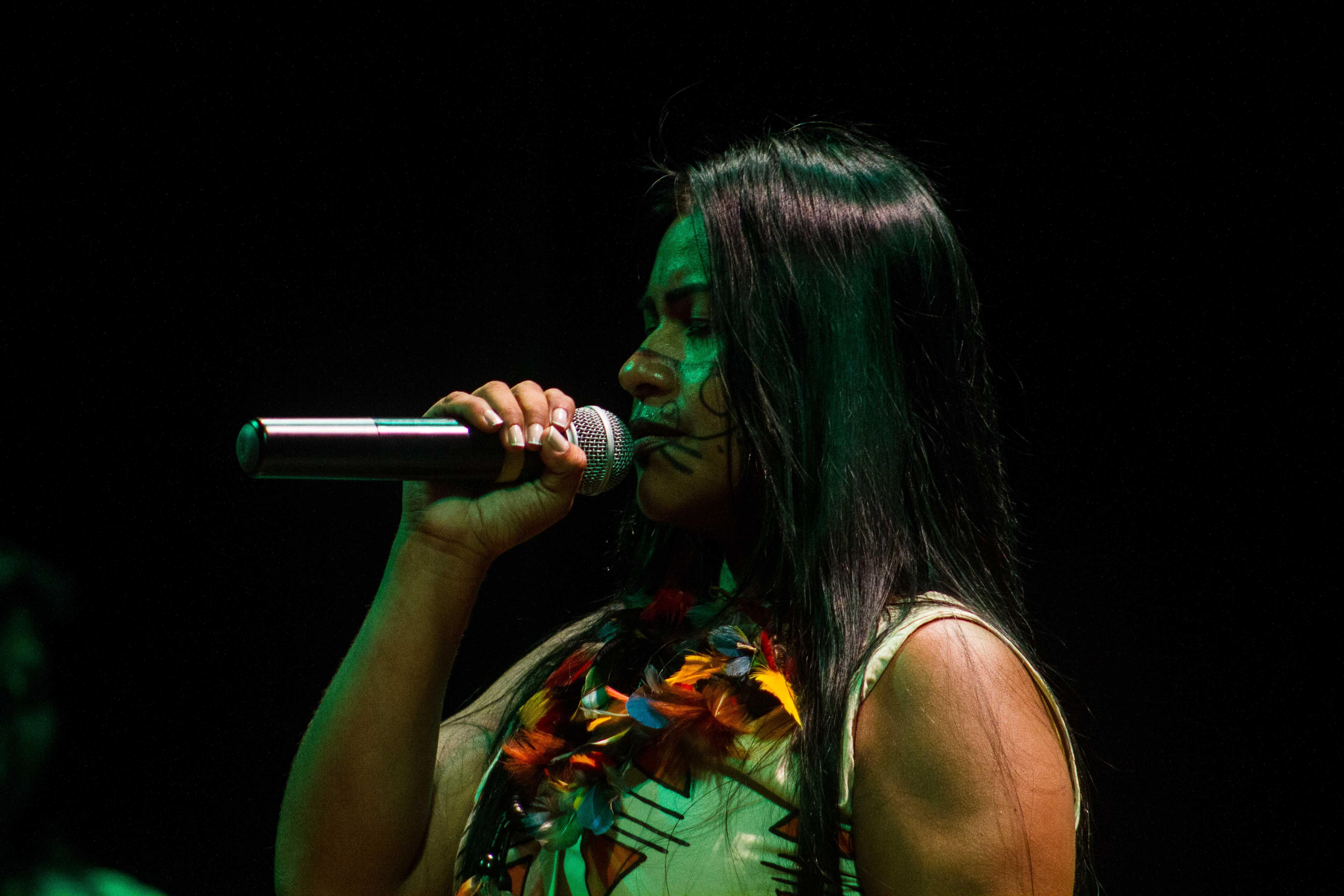 Cantora Djuena Tikuna é indicada a prêmio internacional de música indígena
