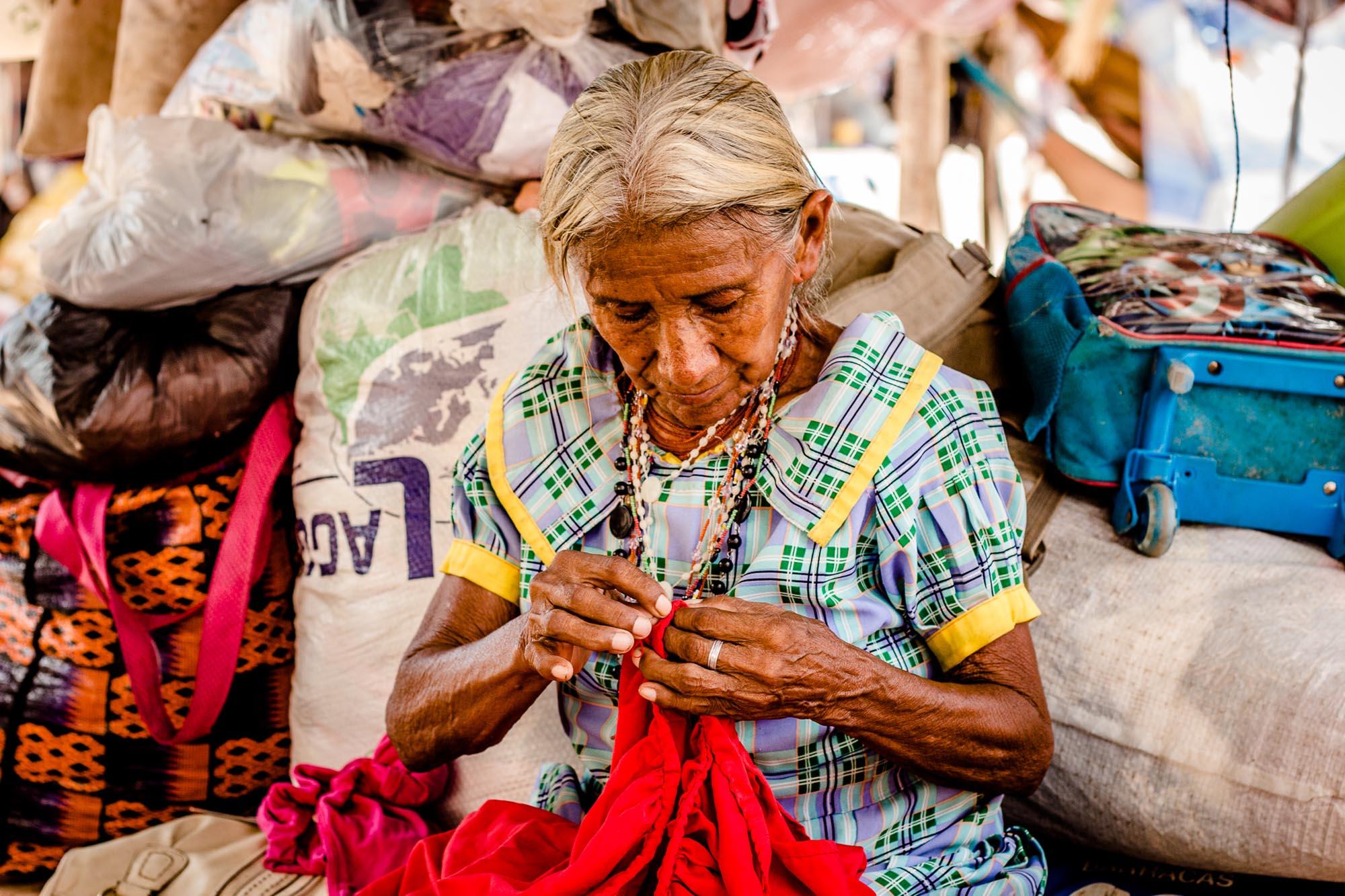 Migrante cidadão: com artesanatos, índios Warao buscam sobrevivência digna em Roraima