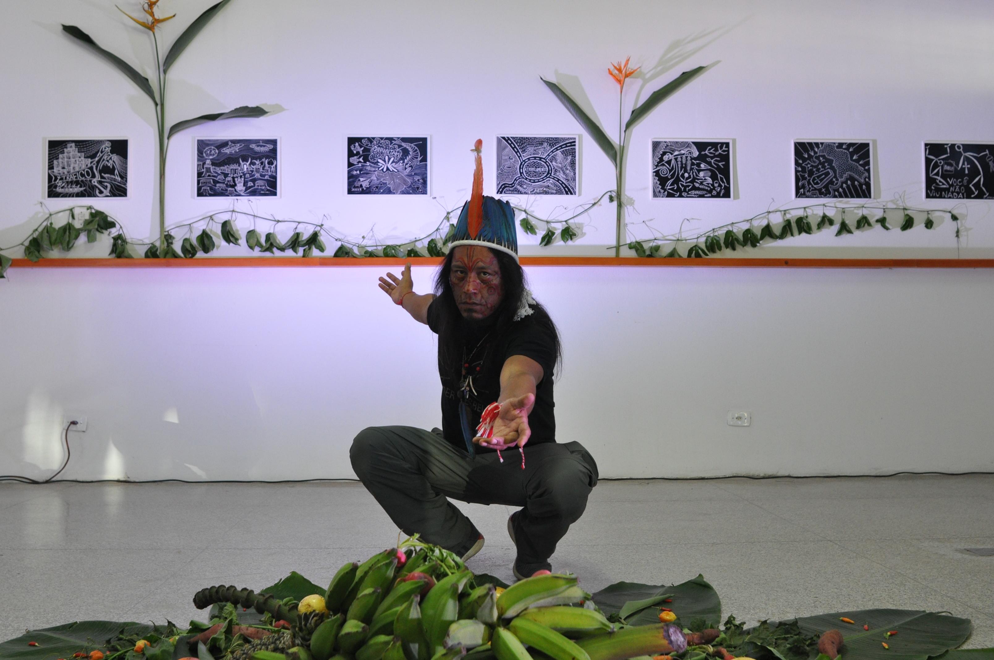 Jaider Esbell expõe 'TransMakunaima' na Casa das Artes, em Manaus