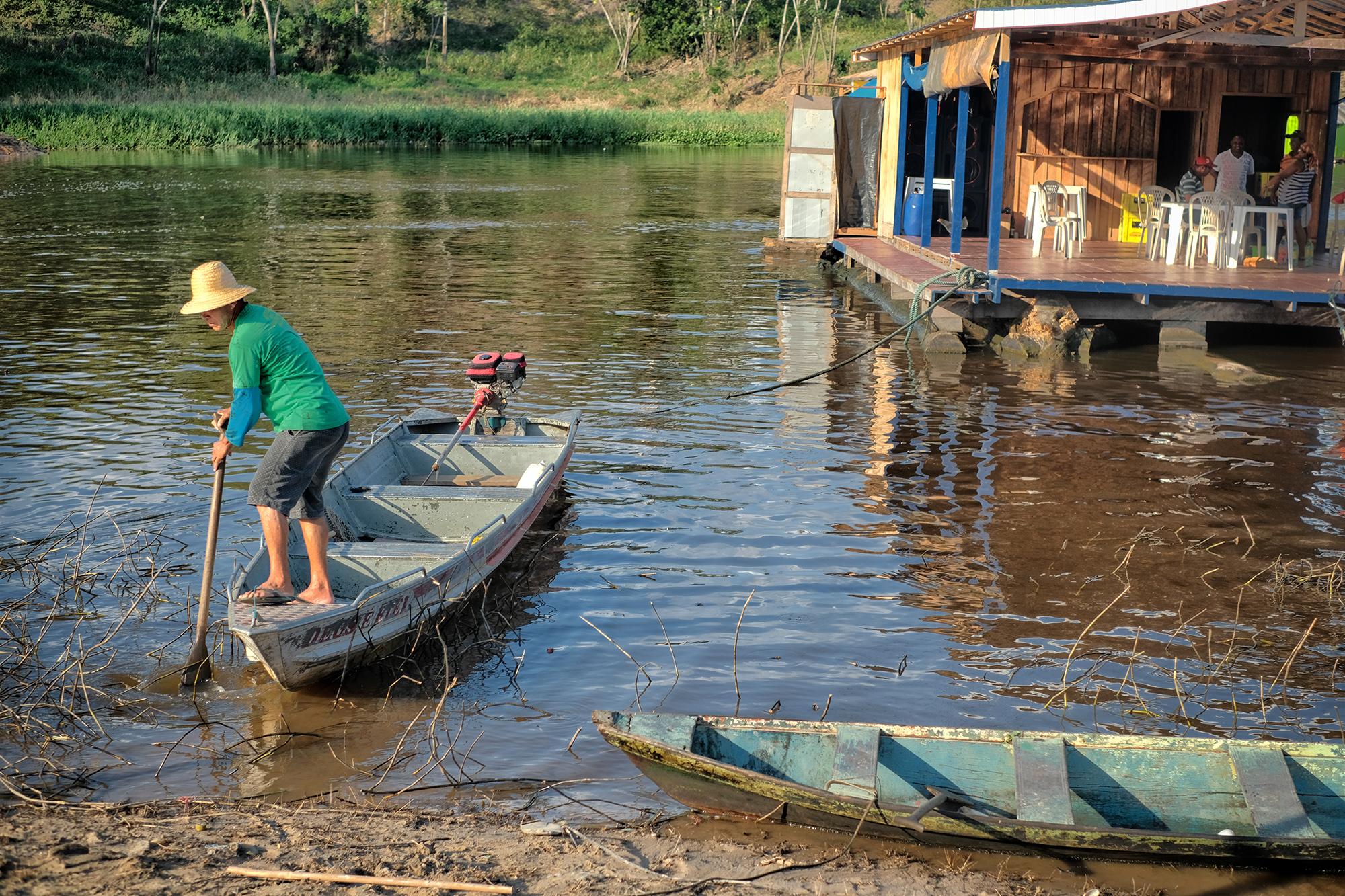 Indenização a pescadores não cobre danos provocados por vazamento de óleo no Rio Negro
