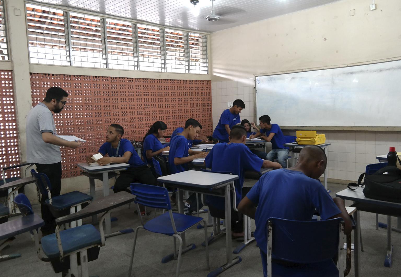 """""""Remando contra a maré"""": Pará tenta reduzir distorção idade-série nas escolas do ensino médio"""