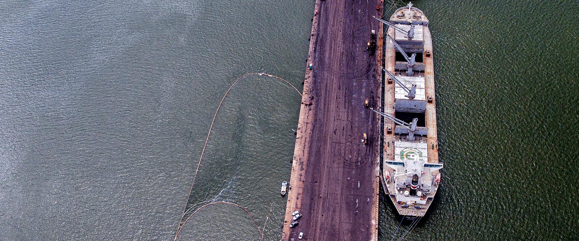 Navio Haidar polui novamente o rio Pará, em Barcarena