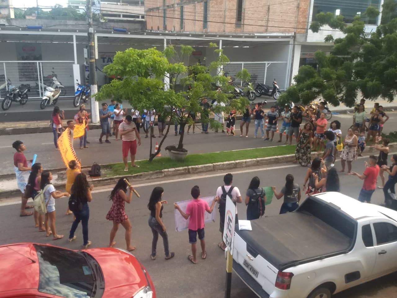 MEC diz que reativará 36 bolsas, mas estudantes indígenas e quilombolas seguem com a ocupação na UFOPA