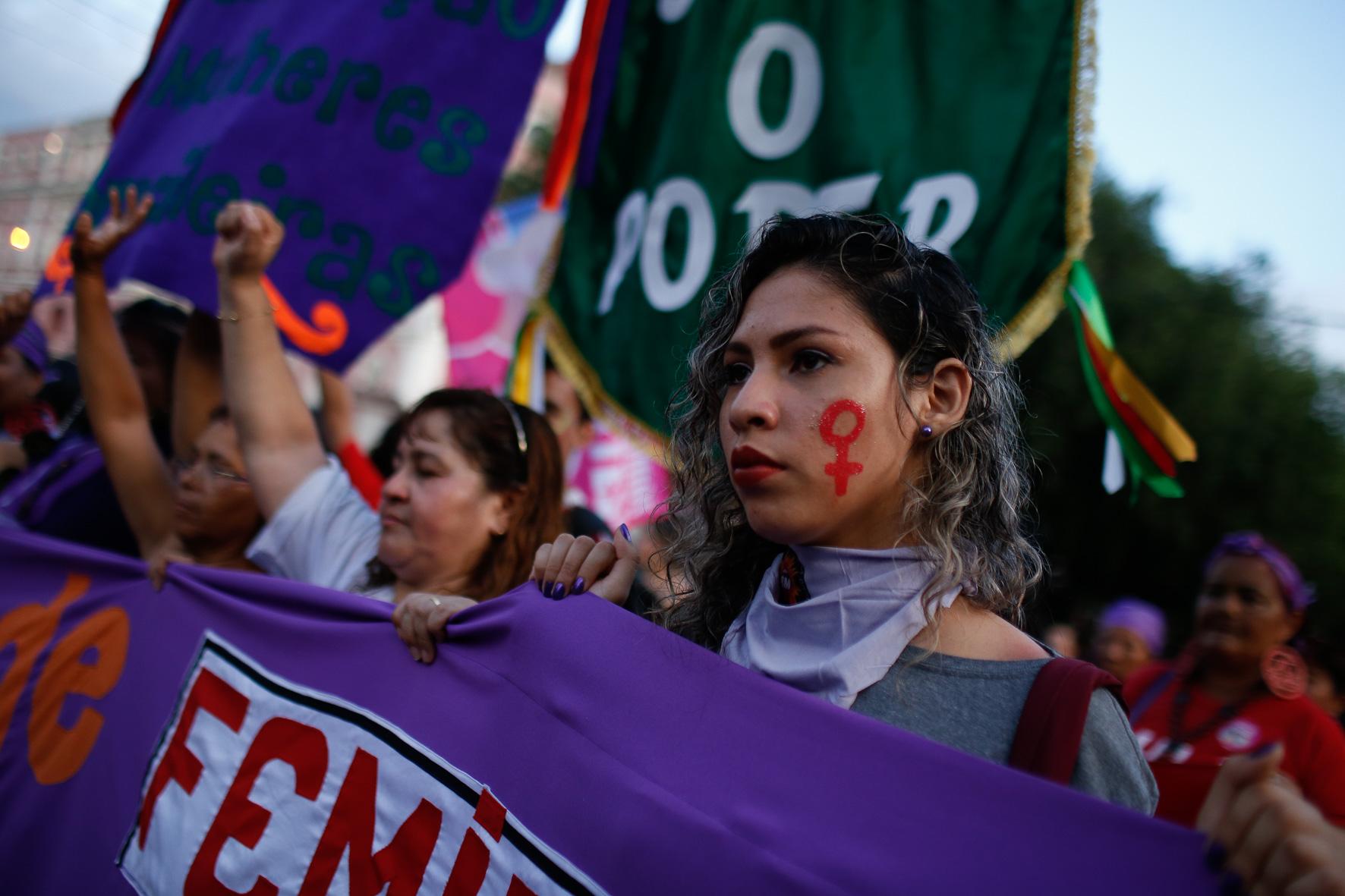 Mulheres marcham em Manaus contra o feminicídio e a reforma de Bolsonaro