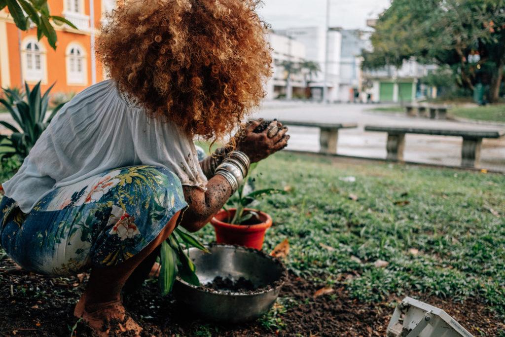 Performance Ancestralidade de Keila Serruya (Foto: João Machado/Amazônia Real)