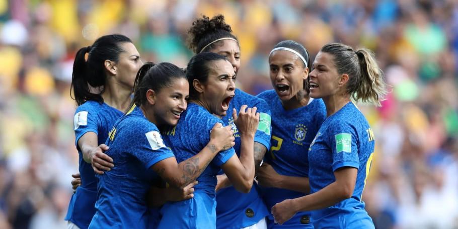 Austrália ganha de 3 a 2 do Brasil, mas Marta faz gol histórico