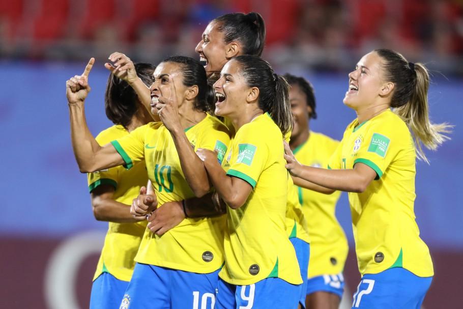 Marta faz gol recorde e leva o Brasil às oitavas da Copa do Mundo