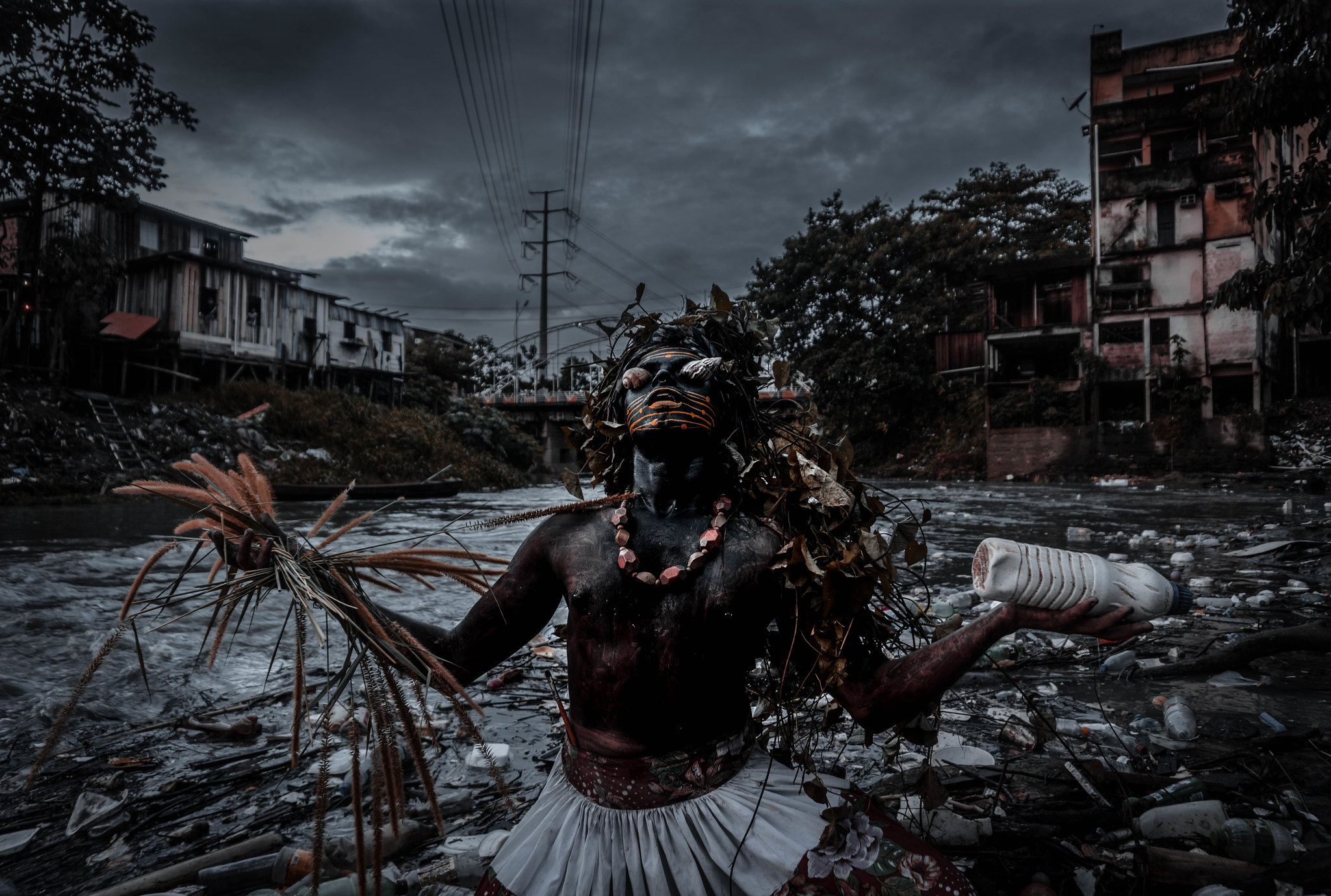 Exposição conta história de Uýra Sodoma, drag queen amazonense que ensina ribeirinhos sobre sustentabilidade