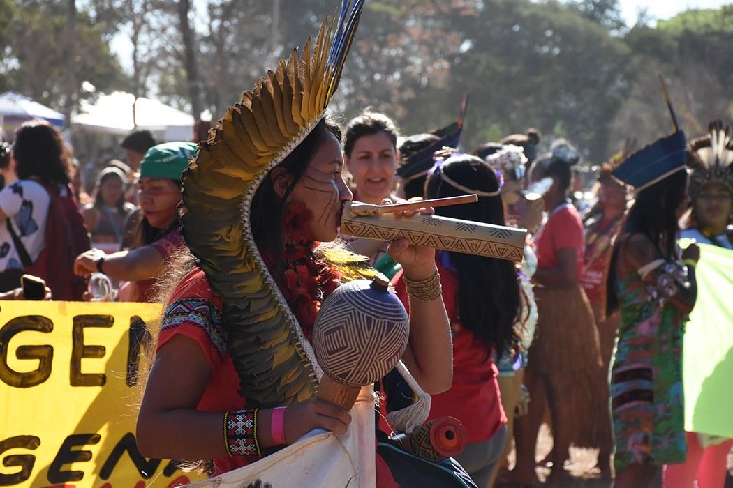 Amazônia em Chamas: mulheres indígenas fazem ato em defesa da floresta em Manaus