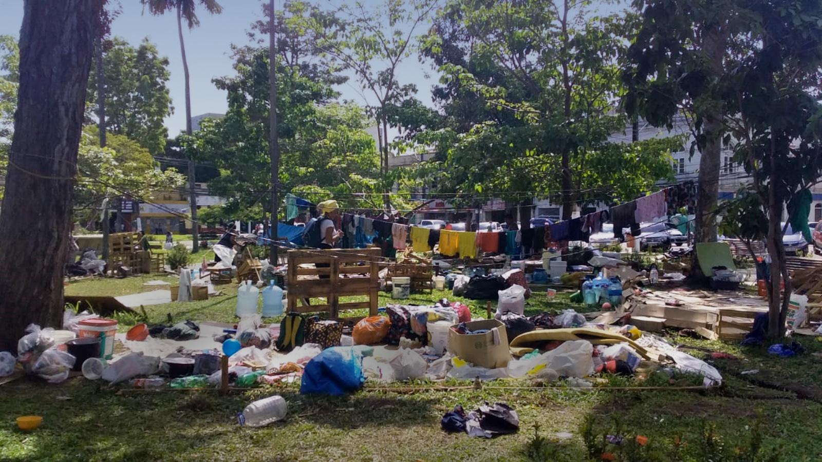 Belém jogou pertences de venezuelanos Warao em caminhão de entulho