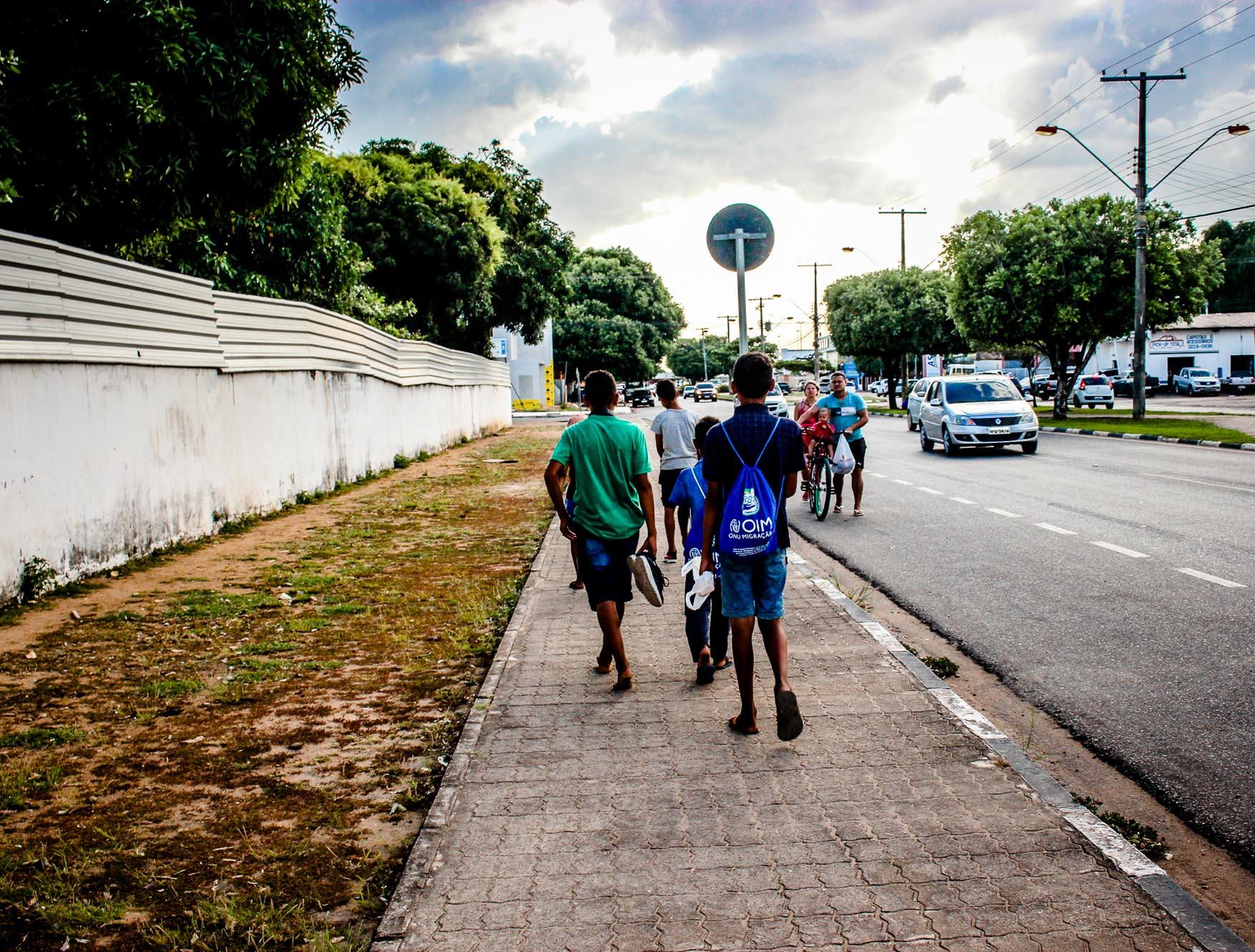 Meninos venezuelanos contam como é migrar para o Brasil desacompanhados dos pais