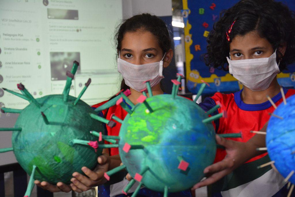 Palestra sobre coronavírus em escola municipal de Manaus (Marcio James/Semcom)