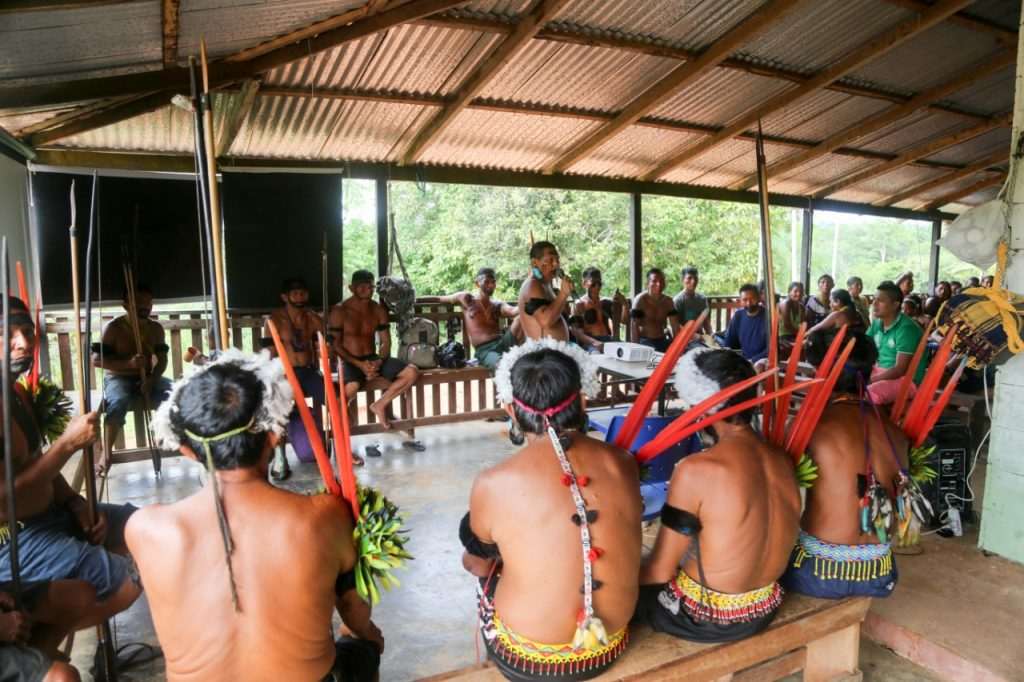 Assembleia para discutir turismo no Pico da Neblina, em Maturacá (João Claudio Moreira/Amazônia Real)
