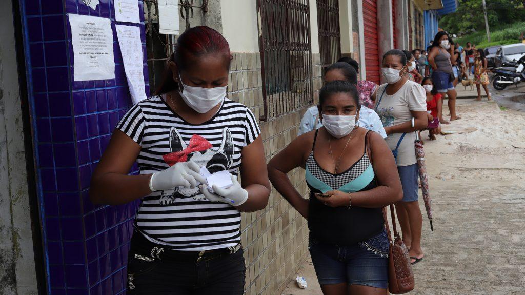Movimento nas ruas de São Gabriel da Cachoeira na manhã de segunda-feira (27/04/2020) (Paulo Desana/Dabakuri/Amazônia Real)