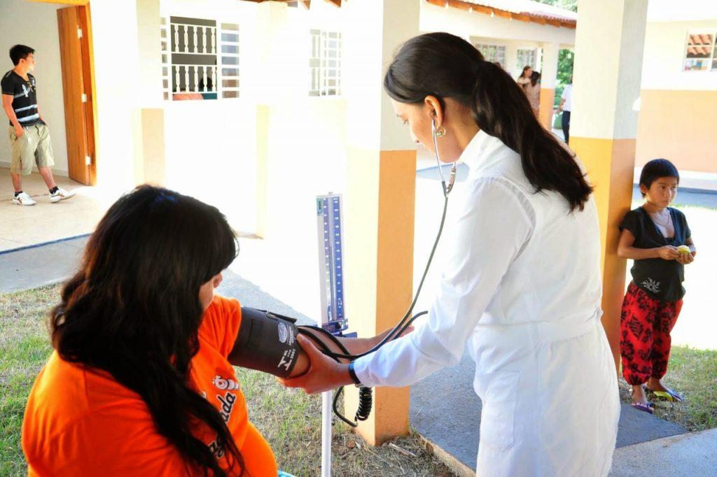 Atendimento de saúde em comunidade Xavante (Dsei Barra do Garça/2016)