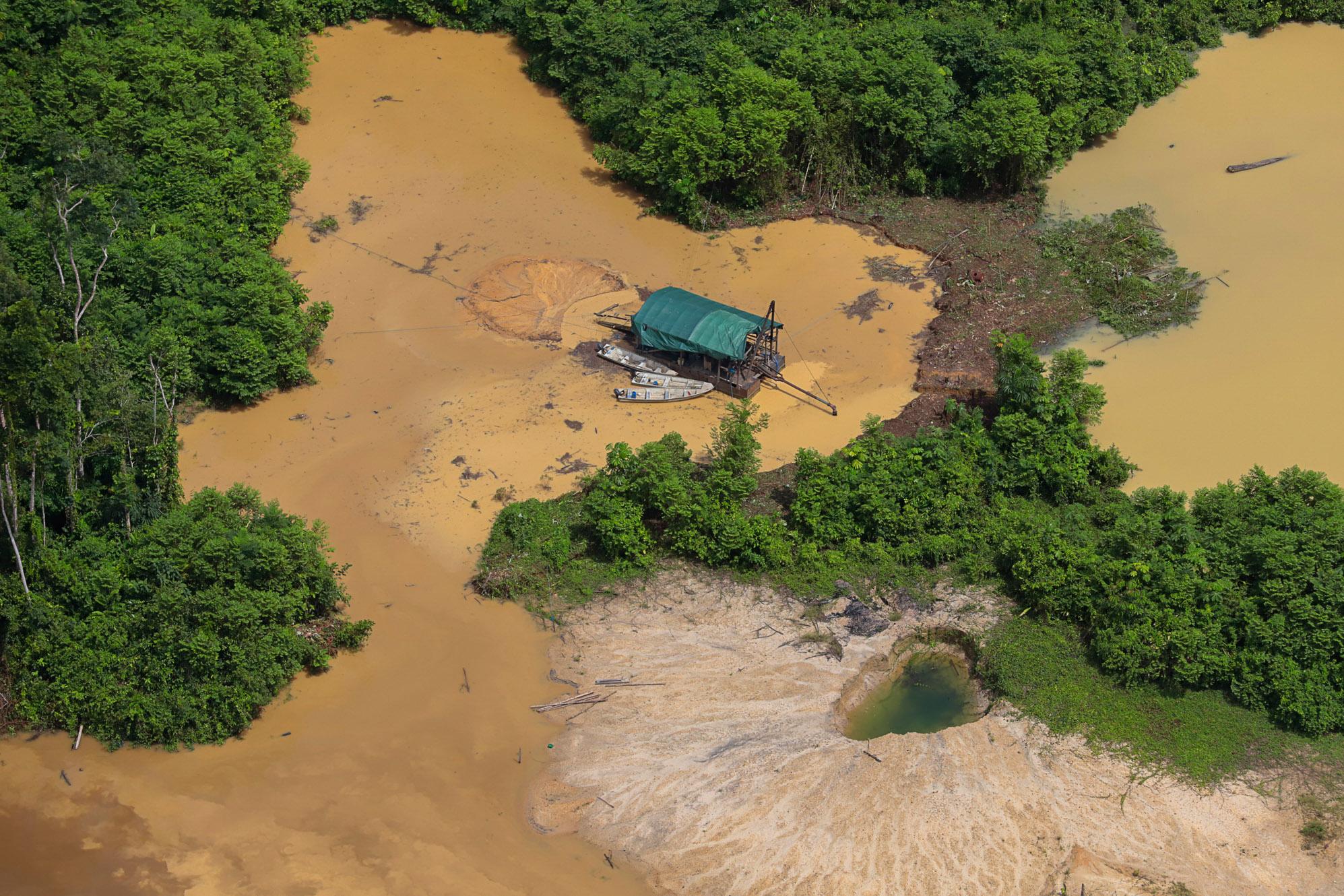 Justiça exige retirada de garimpeiros da terra Yanomami