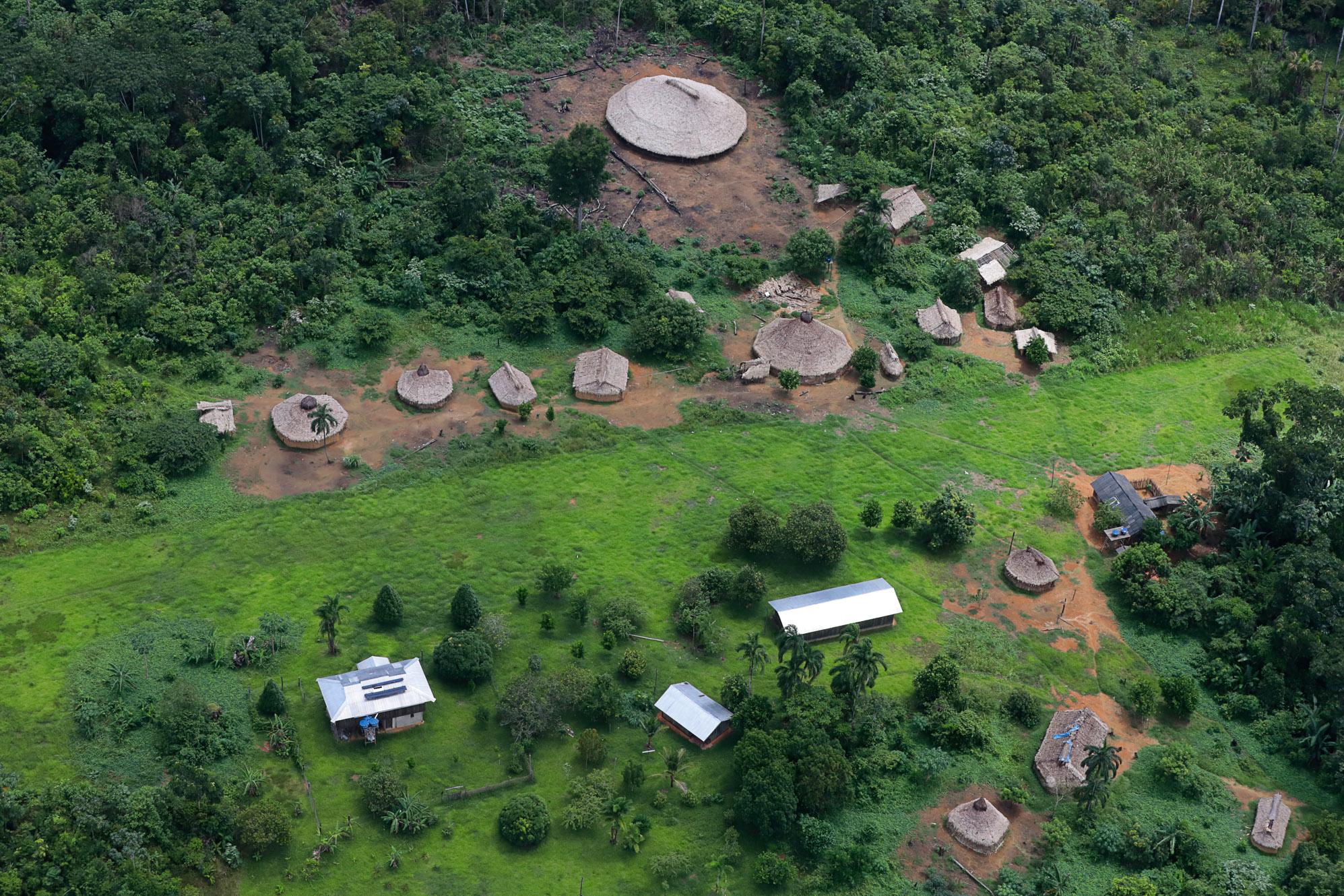 Alvo de garimpeiros, Yanomami estão sem atendimento de saúde e impedidos de caçar e pescar